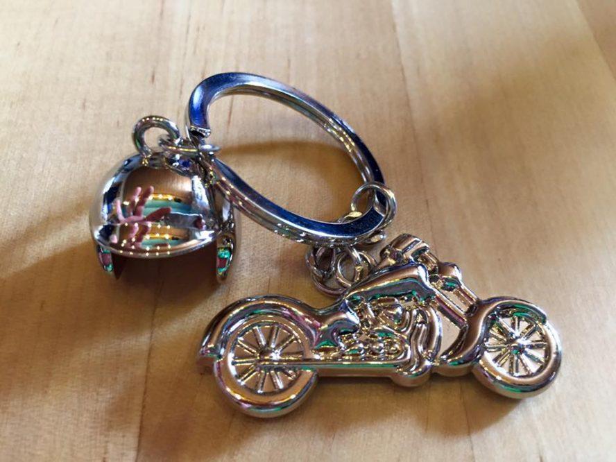 Schlüsselanhänger Motorrad und Helm